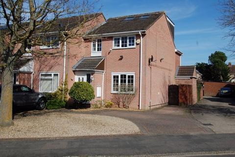 4 bedroom end of terrace house for sale - Poplar Close KIDLINGTON