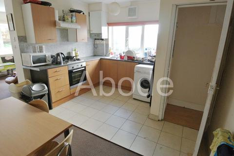 4 bedroom house to rent - Trenic Crescent, Leeds, West Yorkshire