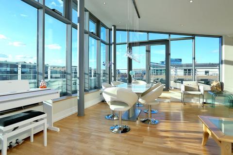 2 bedroom penthouse for sale - Adams Quarter, Tallow Road, Brentford, TW8
