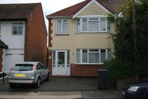 3 bedroom semi-detached house to rent - Burns Crescent, Chelmsford CM2