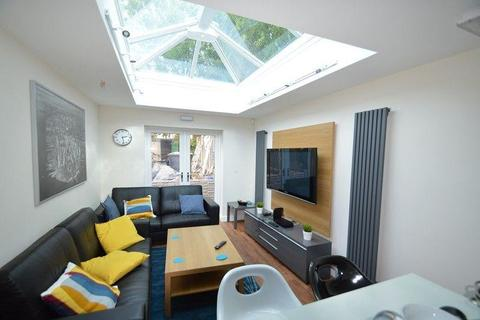 8 bedroom terraced house to rent - Bristol Road, Selly Oak