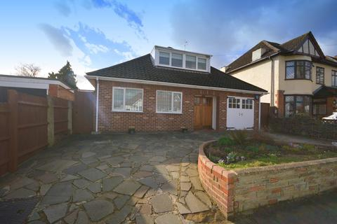3 Bedroom Detached House For Sale Mcintosh Road Romford Rm1