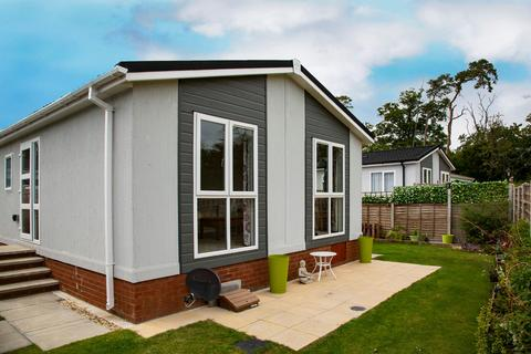 2 bedroom park home for sale - Loddon Court Farm Park Homes, Beech Hill Road, Spencers Wood, Reading, RG7 1AN