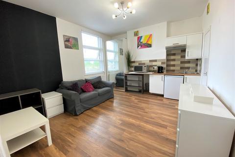 Studio to rent - Birkbeck Road, Acton, London