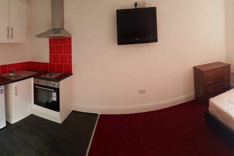 Studio to rent - Bournbrook Road, Selly Oak, Birmingham B29 7DD