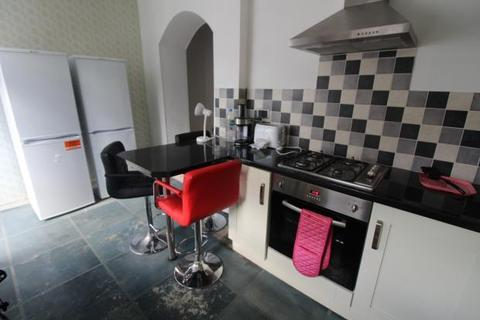 5 bedroom terraced house to rent - Merthyr Street, , Cardiff