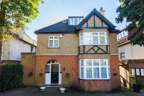 6 bedroom detached house to rent - Green Lane, Northwood