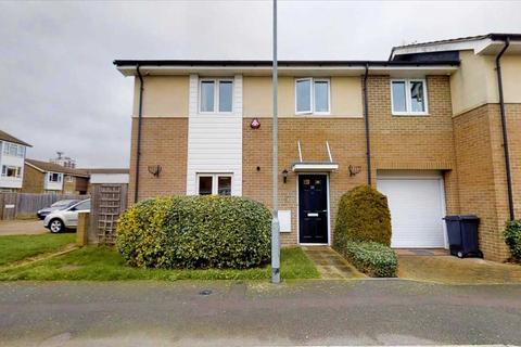 4 bedroom semi-detached house for sale - Hobart Close, Chelmsford