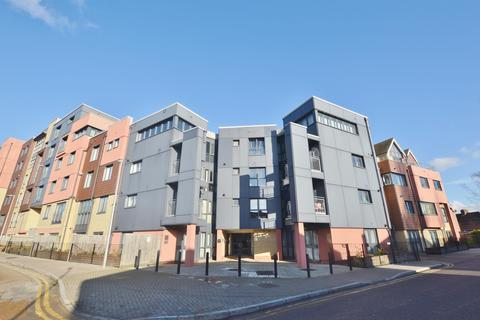 2 bedroom penthouse for sale - Bramley Crescent, Ilford, Essex, IG2 6JS