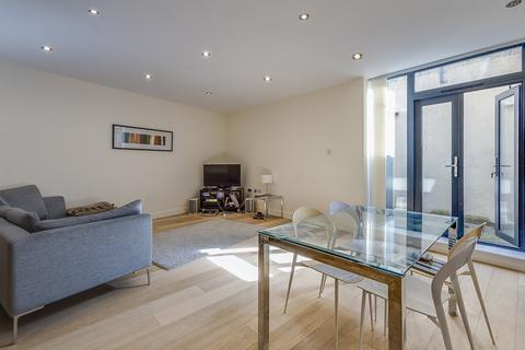 4 bedroom house to rent - Clemence Street, London