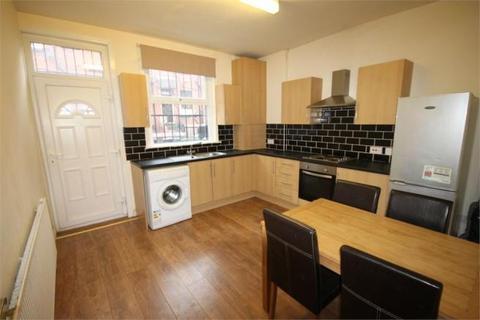 3 bedroom terraced house to rent - Harold Terrace, Hyde Park, Leeds, LS6