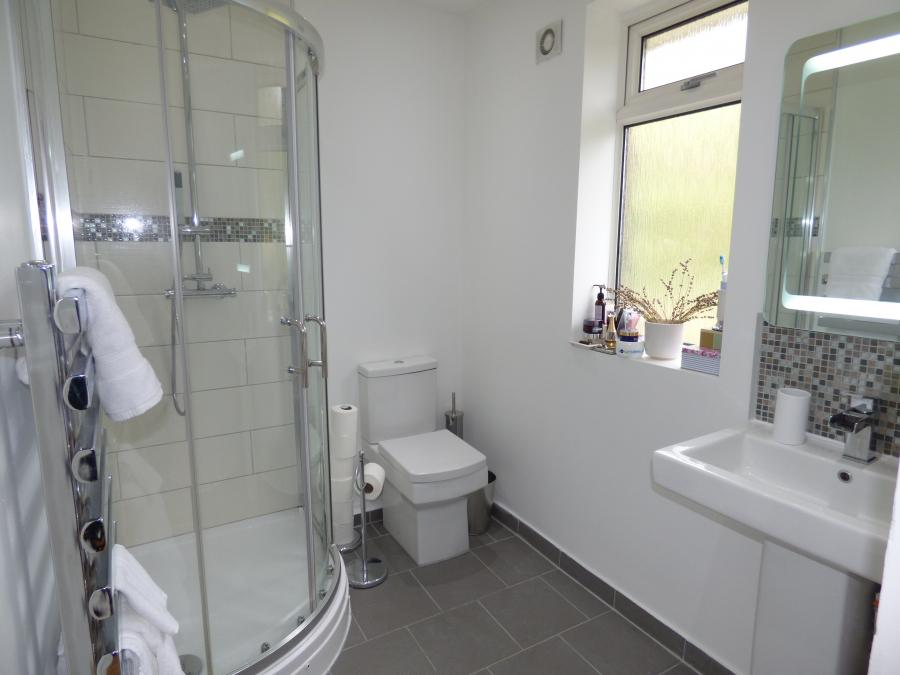 En suite to bedroom 1