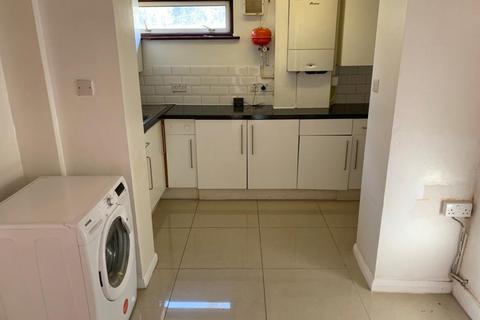 3 bedroom flat to rent - Morden , SM4