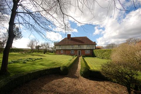 5 bedroom detached house to rent - Church Road,  Hucking, ME17