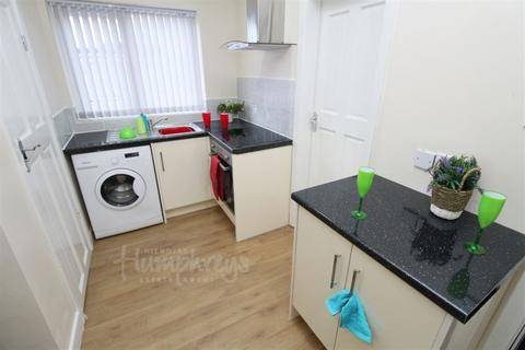 Studio to rent - Haunch Lane, Kings Heath B13 - 8-8 Viewings