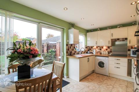 3 bedroom semi-detached house to rent - Carroll Close, Newport Pagnell