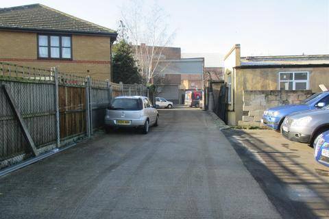 Property to rent - High Road, Chadwell Heath, Romford