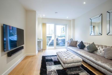 3 bedroom ground floor maisonette for sale - Landmann Point, Pear Tree Way, Greenwich Millenium Village, London