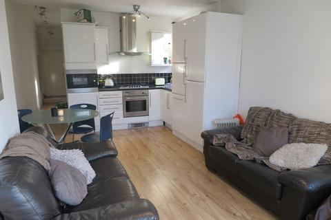 3 bedroom apartment to rent - Evelyn Street, London