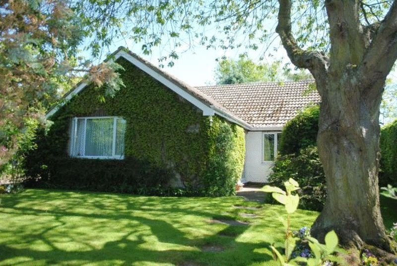 4 Bedrooms Detached Bungalow for sale in Chapel Lane, Swallow