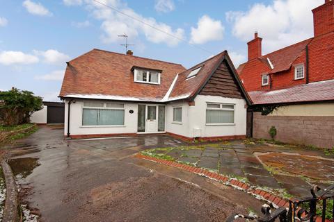 3 bedroom detached bungalow for sale - Gronant Road, Prestatyn
