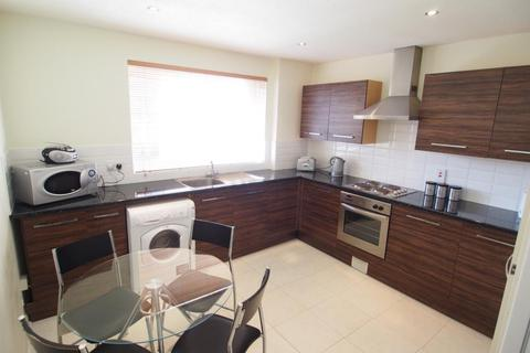 3 bedroom flat to rent - Claremont Gardens, First Floor, AB10