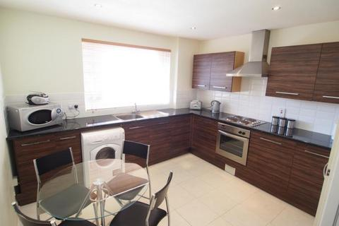 3 bedroom flat to rent - Claremont Gardens, Aberdeen, AB10
