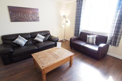 3 bedroom flat to rent - Urquhart Road, Top Floor, AB24