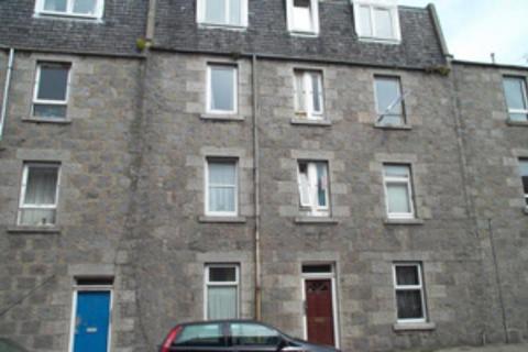 3 bedroom flat to rent - Urquhart Road, Top Floor, AB24