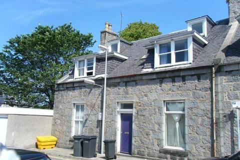 3 bedroom flat to rent - View Terrace Top Floor, Aberdeen,