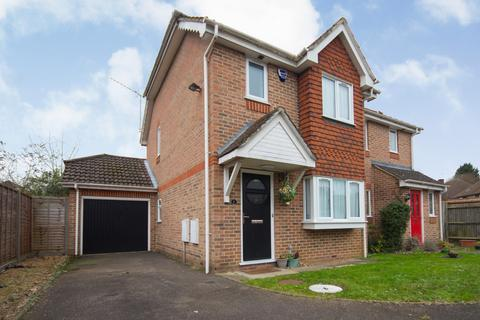 2 bedroom semi-detached house for sale - Burlington Close, Pinner, Middlesex HA5