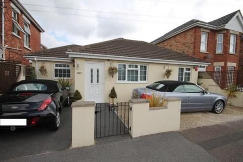 2 bedroom detached bungalow to rent - Shelbourne Road Charminster Bournemouth BH8 8RA