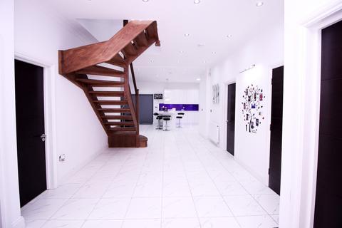 6 bedroom bungalow for sale -  Yeading Lane,  Hayes, UB4