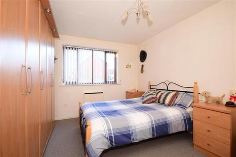 2 bedroom ground floor flat for sale - Lamplighters Close, Waltham Abbey, Essex