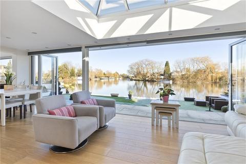 3 bedroom bungalow for sale - Hamm Court, Weybridge, Surrey, KT13
