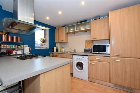 2 bedroom flat for sale - High Road, Chadwell Heath, Essex
