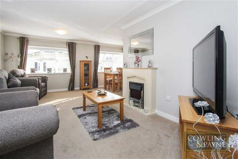 2 bedroom park home for sale - Palm Court, Wickford, Essex
