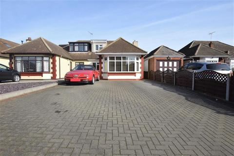 4 bedroom semi-detached bungalow for sale - Lampits Hill, Corringham, Essex