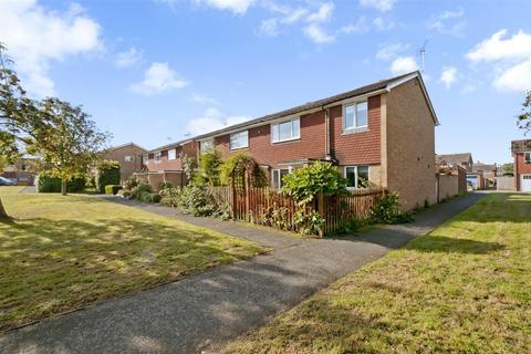 4 bedroom end of terrace house for sale - Golding Gardens, East Peckham