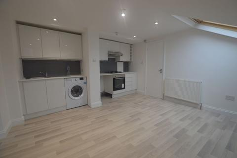 1 bedroom flat - Century House, High Road, Leyton, E10