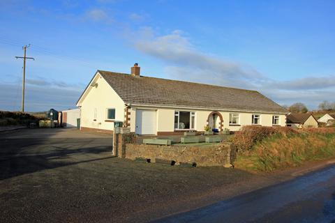 4 bedroom detached bungalow for sale - Blaenycoed, Carmarthen, Carmarthenshire