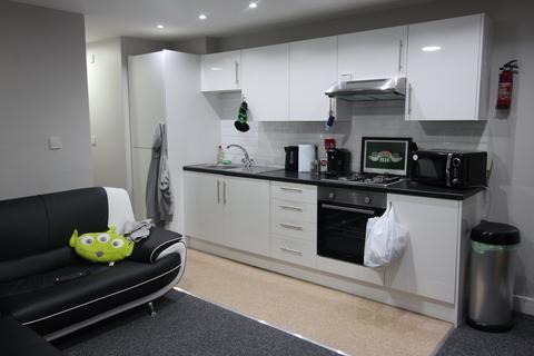 2 bedroom flat to rent - Broadway, Splott, Cardiff