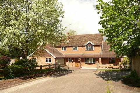 5 bedroom detached house for sale - St. Michaels Close, Halton