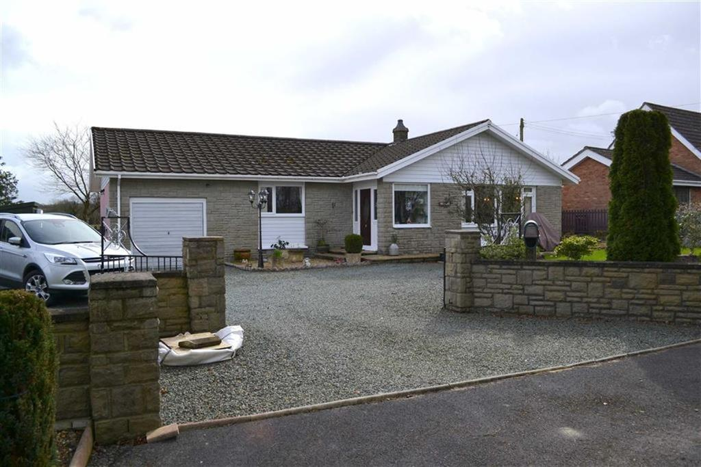 3 Bedrooms Detached Bungalow for sale in Penrhiwgaled Lane, New Quay, Ceredigion