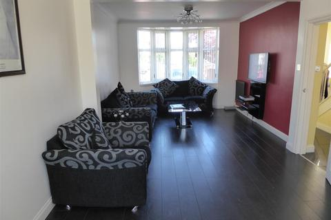 4 bedroom semi-detached house to rent - Church Stretton Road, Hounslow