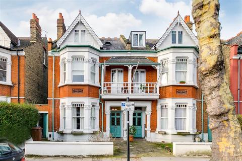 6 bedroom semi-detached house for sale - Thornton Avenue, London