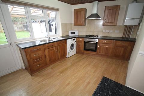 4 bedroom house to rent - Twyford Road, Harrow HA2 0SN