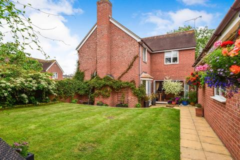 4 bedroom detached house for sale - Swans Pasture, Chelmsford, CM1 6AF