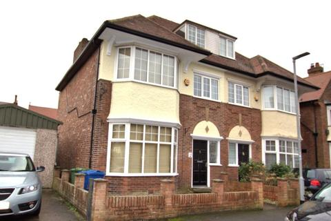 6 bedroom semi-detached house for sale - Mayfield Road, Bridlington