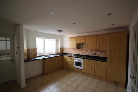 3 bedroom end of terrace house to rent - Helvellyn Close, Bransholme, Hull, HU7